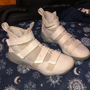 Nike Lebron zoom soldier 11s